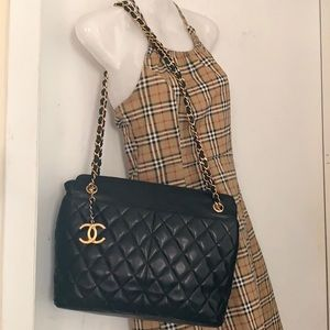CHANEL Lambskin Quilted Diamond Stitch Jumbo Bag